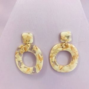 CLOSET REHAB Jewelry - 🆑 Small Oval Drops in Beige